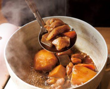 ◆万作本店名物 旨煮(1日10食限定)<br /> 本店直伝!野菜の水分だけで炊きあげた万作本店の味です。野菜の美味しさと霧島鶏の旨味が最高です。